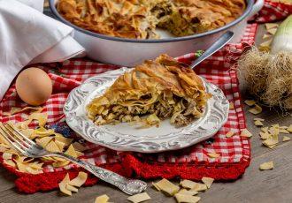κρεατόπιτα Κοζάνης πίτα με κιμά πράσο και χωριάτικο φύλλο συνταγη κοζανίτικη Γκιζλεμόπιτα