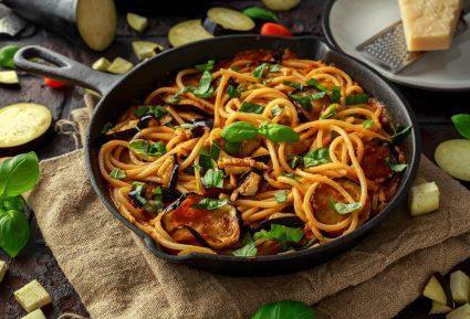 Νηστίσιμη μακαρονάδα με σάλτσα λαχανικών της Αργυρώς Μπαρμπαρίγου-featured_image