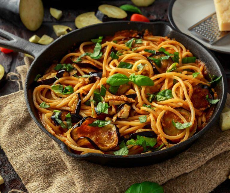 Νηστίσιμη μακαρονάδα με σάλτσα λαχανικών