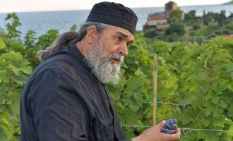 Ο πατέρας Επιφάνιος γράφει ιστορια στο Μετόχι του Μυλοποτάμου με τον Επιφανή Οίνο-featured_image
