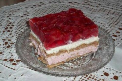 Φραουλένιο γλυκάκι ψυγείου, της Φρόσως Σπυροπούλου