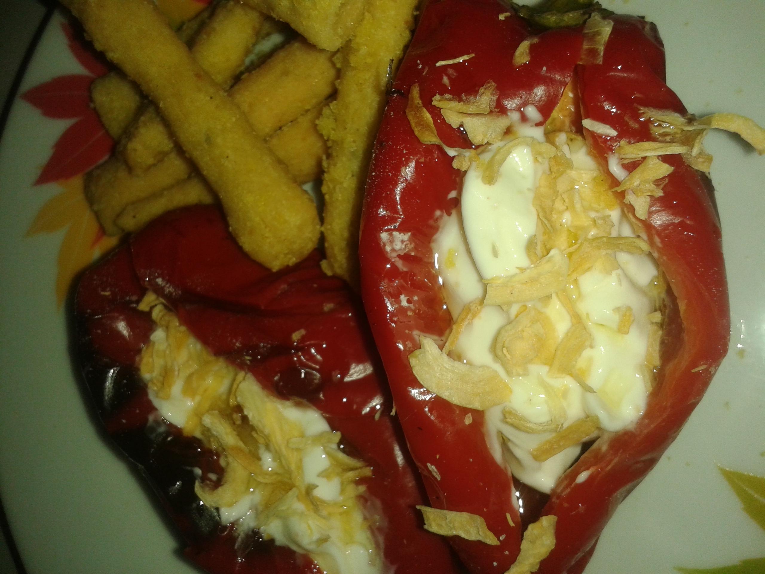 Κόκκινες πιπεριές Φλωρίνης με κρέμα τυριού, της Τζίνας Καραθανάση