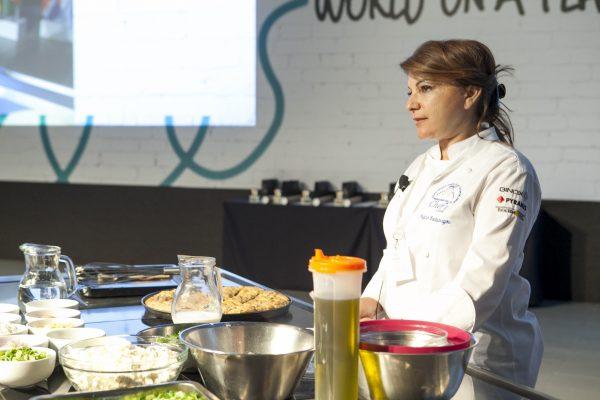 Η παραδοσιακή σπανακόπιτα της Αργυρώς που μάγεψε 1000 σεφ στο Παγκόσμιο Συνέδριο Αρχιμαγείρων στη Θεσσαλονίκη-featured_image