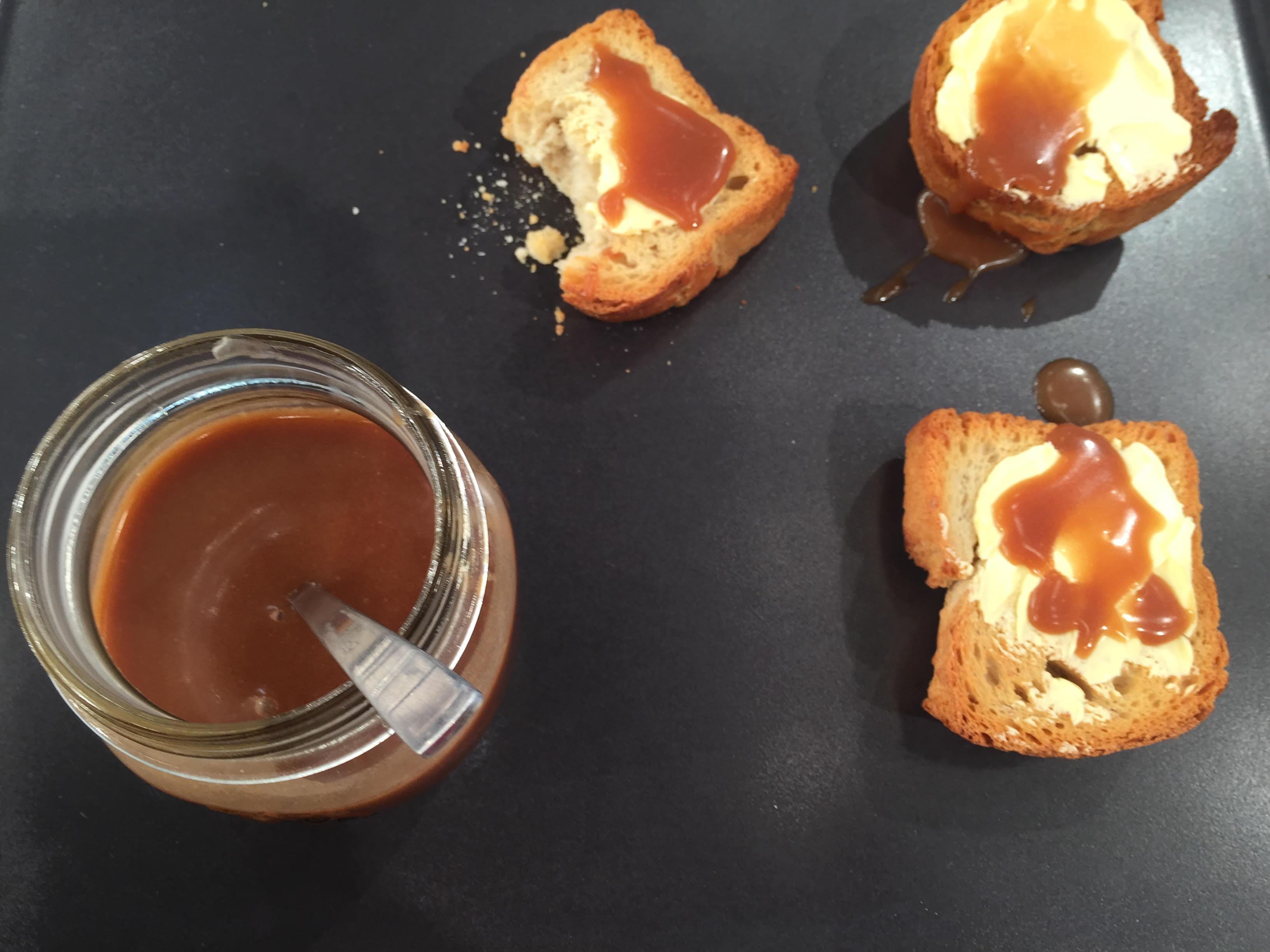 Βούτυρο με μέλι και κακάο στο ψωμί-featured_image