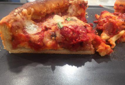 Πίτσα Σικάγο (Pizza Chicago) με αφράτη ζύμη-featured_image