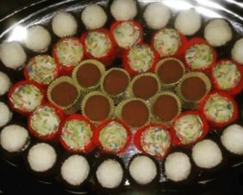 Τρουφάκια με ινδική καρύδα, της Ελένης Βερούση