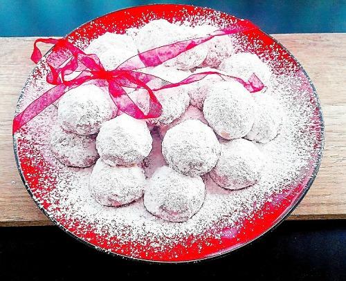 Κόκκινες χιονόμπαλες, της Ελπίδας Χαραλαμπίδου (elpida's little corner)