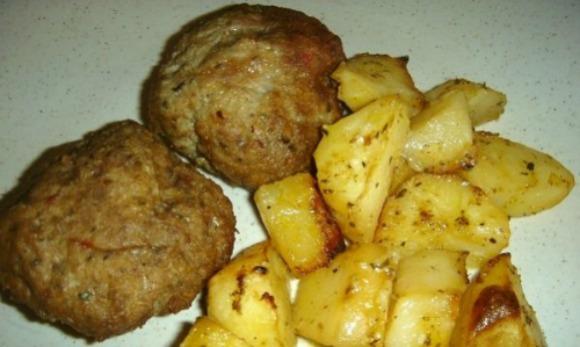 Μπιφτέκια με λεμονάτες πατάτες φούρνου, της Γεωργίας Κεραμιδά