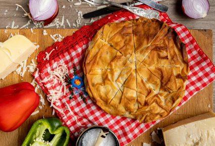 Κρεατόπιτα σε φόρμα, με μαστιχωτά τυριά-featured_image