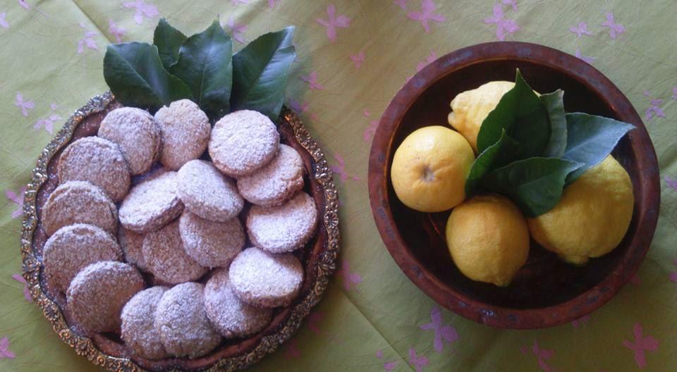 Αρωματικά μπισκοτάκια λεμονιού με αμύγδαλο και ινδοκάρυδο, της Αγγελικής Αντωνοπούλου
