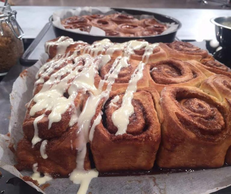 Ρολά κανέλας (Cinnamon rolls)