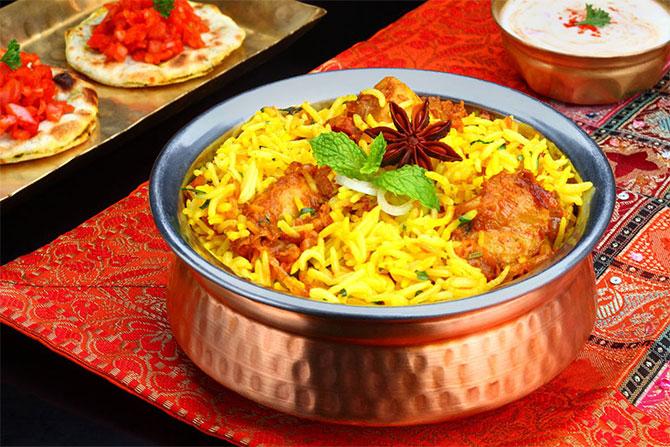 Το πιο γνωστό πιάτο με ρύζι είναι ίσως το Biryani στο οποίο μπορείς να επιλέξεις με τι λαχανικά και με τι κρέας το προτιμάς.