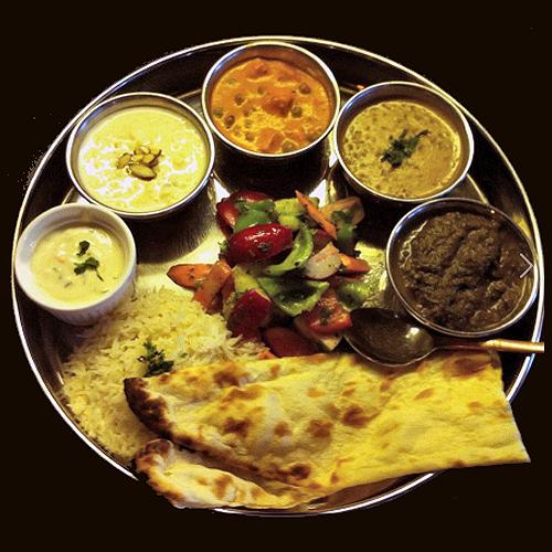 Τα  τσάτνεϊ  είναι ένα μεγάλο κεφάλαιο της Ινδικής κουζίνας, με απερίγραπτη ποικιλία, όπως και οι γεύσεις τους και τα χρώματά τους. Σε αυτή τη χώρα αντιλαμβάνεσαι ότι υπάρχει μία διαφορετική τσάτνεϊ για κάθε φαγητό της. Όσες κι αν δοκιμάσεις, πάντα η τελευταία σού φαίνεται η πιο νόστιμη!