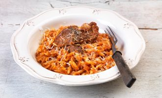 Για τέλειο, σπυρωτό γιουβέτσι με κρέας στο φούρνο-featured_image