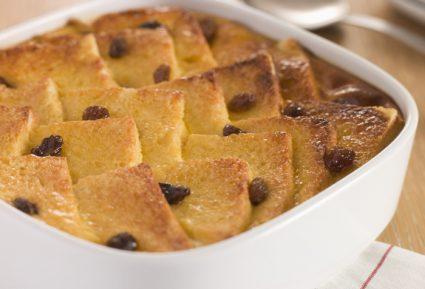 Πουτίγκα με ψωμί, βελούδινη κρέμα και σοκολάτα (Bread and butter pudding)-featured_image