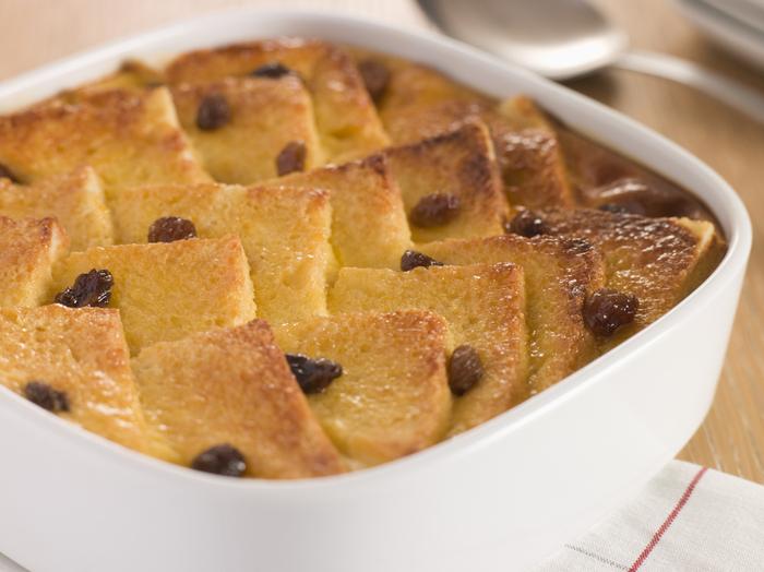 Πουτίγκα με ψωμί, βελούδινη κρέμα και σοκολάτα (Bread and butter pudding)