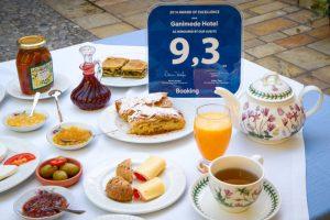 Το διάσημο πρωινό του Γανυμήδη, έχει ταυτιστεί από το 1966 με το Γαλαξίδι, τη σπιτική γεύση και την μοναδική αυθεντική Ελληνική φιλοξενία.