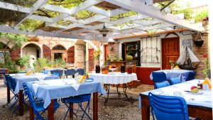 Το ξενοδοχείο Γανυμήδης διαθέτει μονόκλινα, δίκλινα & τρίκλινα δωμάτια