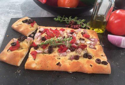 Εύκολη Λαδένια με ζύμη πίτσας-featured_image