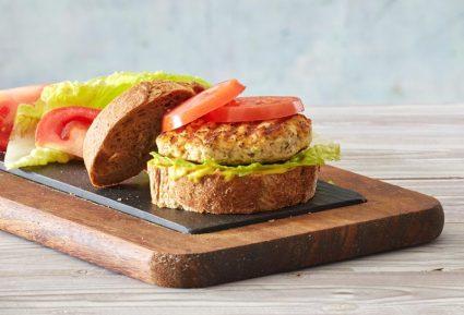 Σάντουιτς με μπιφτέκι γαλοπούλας, τυρί και ντομάτα-featured_image
