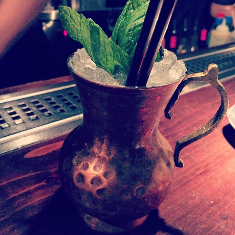 Επίσης, η υπέροχη στοά του Οz cocktail bar με τα βραβευμένα cocktail,το vintage looking Pόδι, το άρτι αφιχθες Chez Moi που γαλλοφέρνει, το κομψό My Cafe, το Kubrick με το διόλου ευκαταφρόνητο beer list και το Blender με υγιεινά γλυκά και smoothies, θεωρούνται τοπ επιλογές. argiro.gr