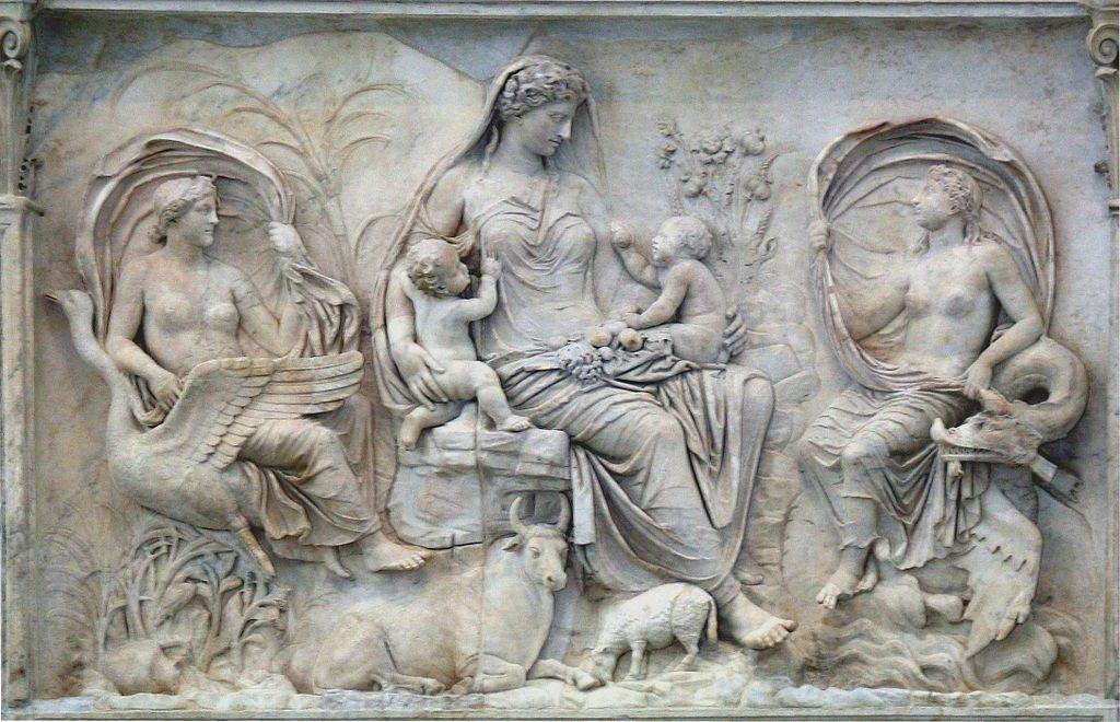 Και αν και τη γιορτάζουμε πια παγκοσμίως, τη δεύτερη εβδομάδα του Μαΐου, ιστορικά η μητέρα γιορτάζει από τα αρχαία χρόνια.