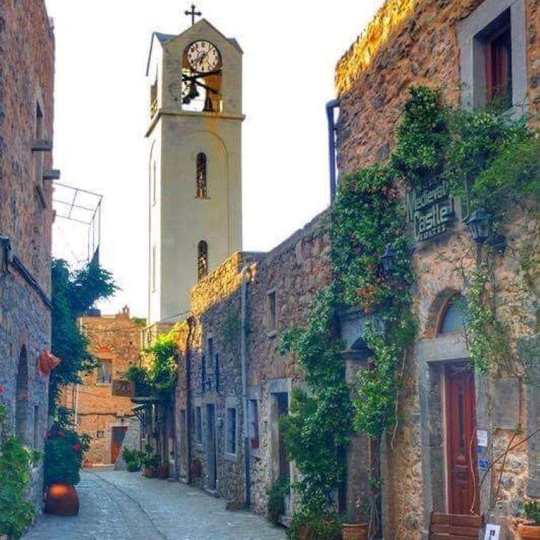 Με τον κίνδυνο να γίνω γραφικός δε μπορώ να μην αναφερθώ στα ειδυλλιακά μεσαιωνικά χωριά του νησιού που κλέβουν καρδιές! argiro.gr