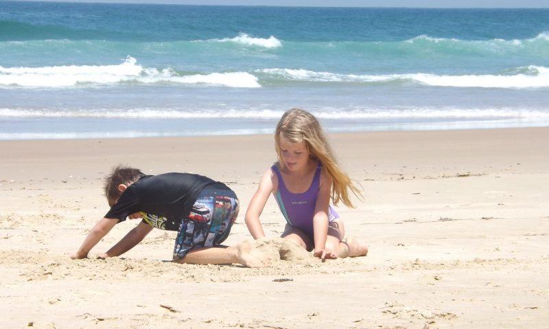 Παιδί και παραλία! Τα απαραίτητα για ήρεμες οικογενειακές εξορμήσεις στη θάλασσα-featured_image