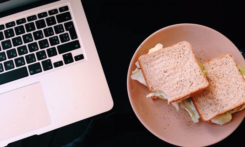 8 συμβουλές για το γεύμα στο γραφείο!-featured_image