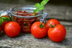 Ντομάτες λιαστές από την Αργυρώ Μπαρμπαρίγου | Κάθε χρόνο τον Αύγουστο που οι ντομάτες είναι στα καλύτερά τους, τις φτιάχνουμε λιαστές!