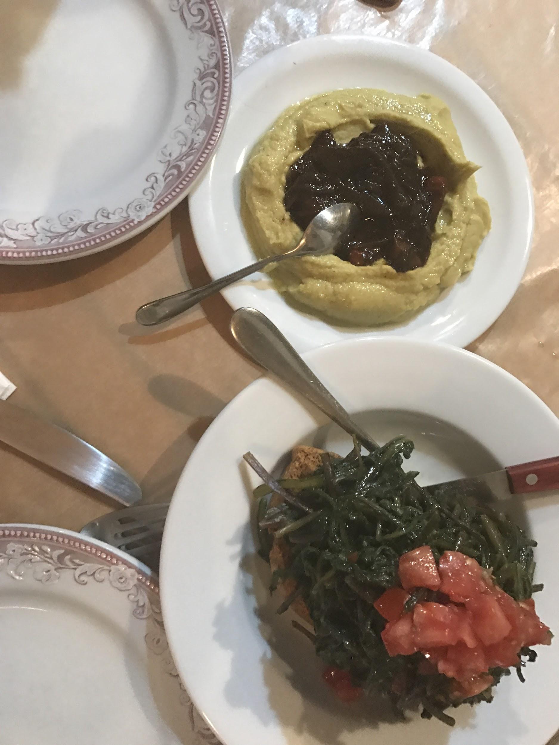 """Κρεατικά και λαχανικά δικής του παραγωγής τον έχουν αναδείξει ως ένα απο τα πιο λατρεμένα στέκια του νησιού- κανείς δεν επισκεπτεται το νησί χωρις να """"προσκυνήσει"""" στου Ταρσάνα!"""