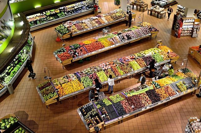 Τα φρέσκα φρούτα και λαχανικά της Ελλάδας είναι πολλά και ποικίλα. Μάθετε την εποχικότητά τους και ποτέ δεν θα αναρωτιέστε τι να μαγειρέψετε. Το να αγοράζετε προϊόντα εισαγωγής που είναι εκτός εποχής σημαίνει χαμηλότερη ποιότητα και πιο ακριβές τιμές.