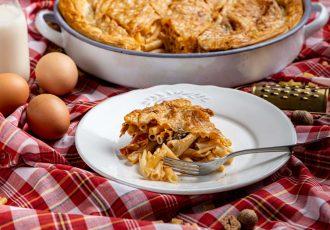 μακαρονόπιτα με μπεσαμέλ κιμα πενες ετοιμο φυλλο κρουστας συνταγη