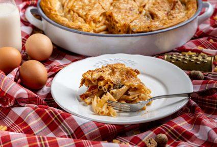 Μακαρονόπιτα με μπεσαμέλ και κιμά-featured_image