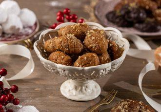μελομακάρονα γεμιστά με καρυδι καρυδια συνταγη