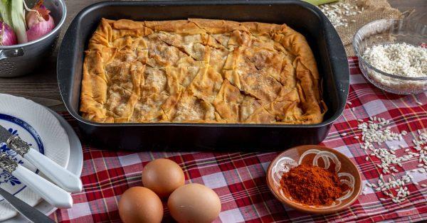 παραδοσιακή κοτόπιτα με χωριάτικο φύλλο η τελεια η καλυτερη κλασική συνταγη