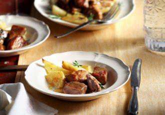 μαριναρισμένο χοιρινό στη γάστρα με πατατες