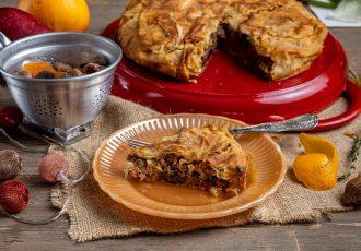 χριστουγεννιάτικη κιμαδόπιτα με δαμάσκηνα γιορτινή πίτα με κιμά συνταγη αργυρω
