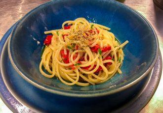 σπαγγέτι αλ ολιο spaghetti aglio olio e peperoncino μακαρονάδα
