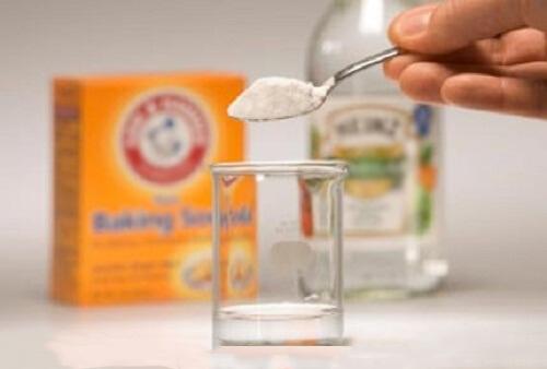 1 κ.γλ μπέικιν + 1 κ.σ ξύδι λευκό: με ένα αυγό