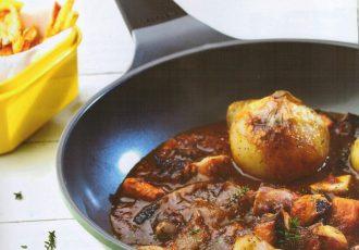 χταπόδι κρασάτο στην κατσαρόλα κοκκινιστό με πατάτες συνταγη