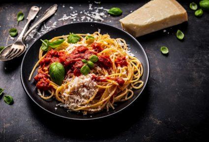 Μακαρόνια με σάλτσα ντομάτας (Ναπολιτάνα)-featured_image