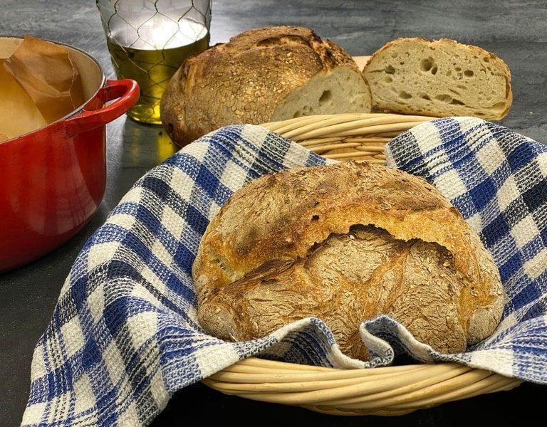 Εύκολο ψωμί χωρίς ζύμωμα