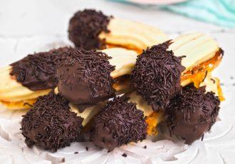 αφράτα πτι φουρ βουτύρου γεμιστά με μαρμελάδα και επικάλυψη σοκολάτας