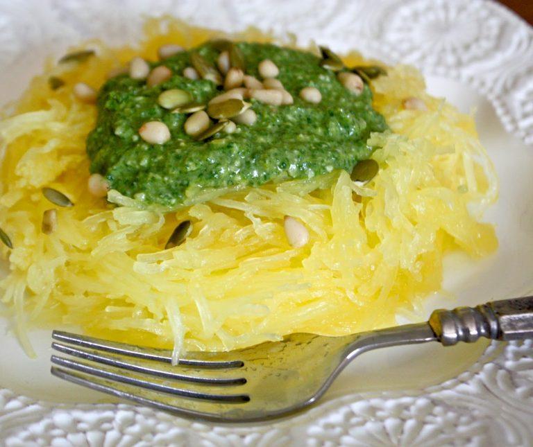 Μακαρόνια κολοκύθας με σάλτσα πέστο αβοκάντο