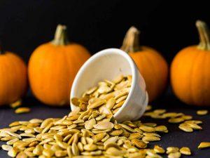 Οι σπόροι κολοκύθας έχουν αποδειχθεί ότι μειώνουν την LDL ή την κακή χοληστερόλη και βοηθούν στην πρόληψη της μυϊκής αδυναμίας.