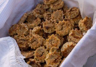 παραδοσιακά λυχναράκια γλυκα γλυκές τυρόπιτες με μυζήθρα
