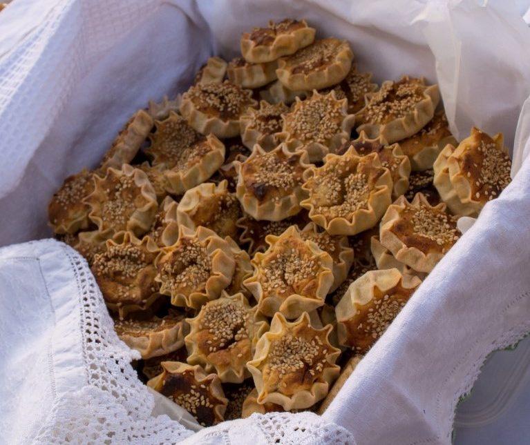 Γλυκές τυρόπιτες Πάρου (λυχναράκια ή μελιτίνια)
