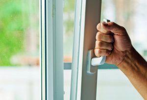 πως να κρατήσετε το σπίτι σας ασφαλές όσο θα λείπετε διακοπές