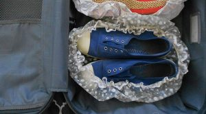 παπουτσια στη βαλιτσα ευκολο πακεταρισμα για διακοπες